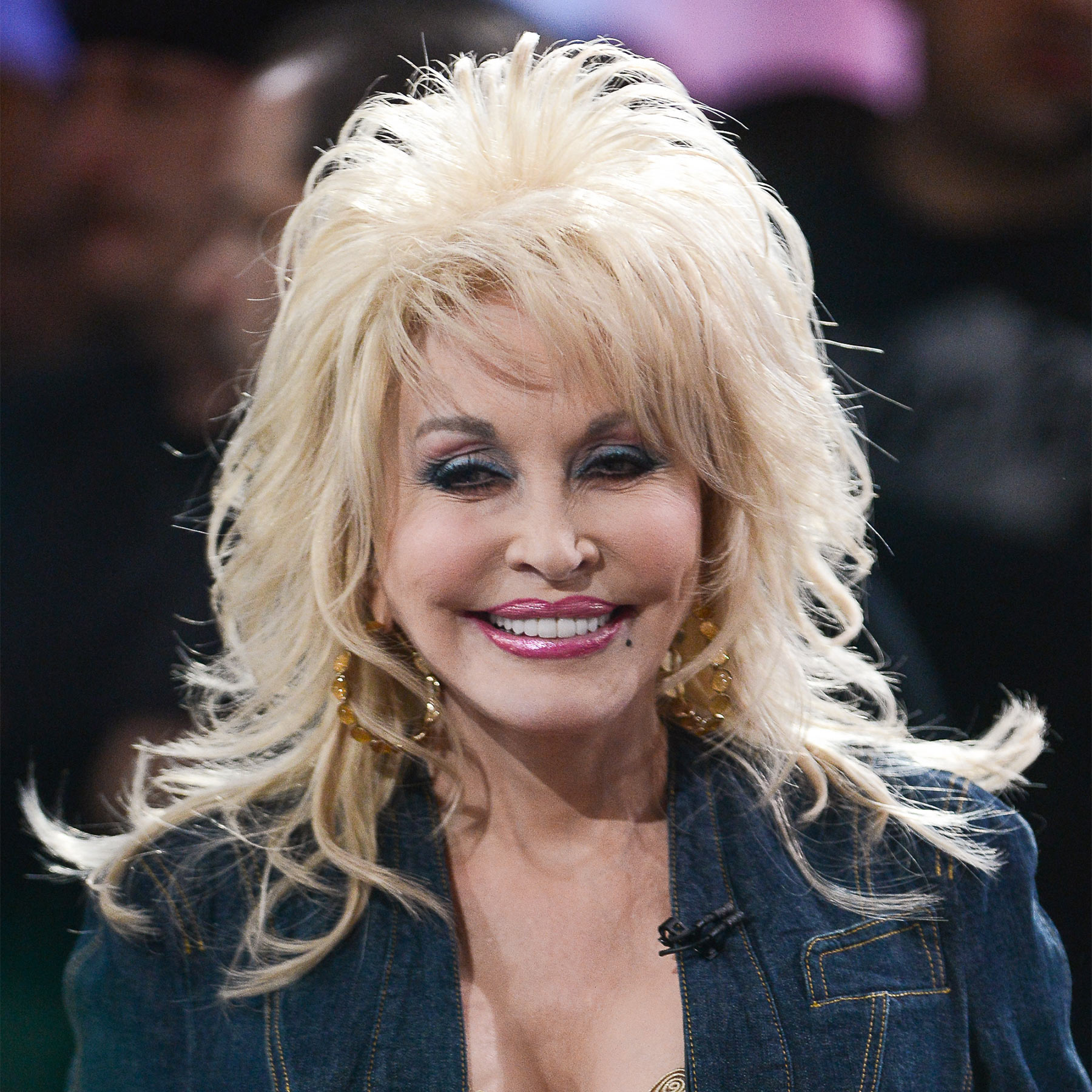 1383504952_dolly-parton-zoom