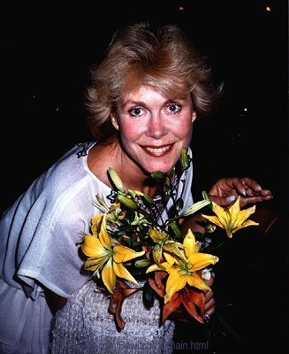 Elizabeth-in-the-1980s-elizabeth-montgomery-2885634-327-400