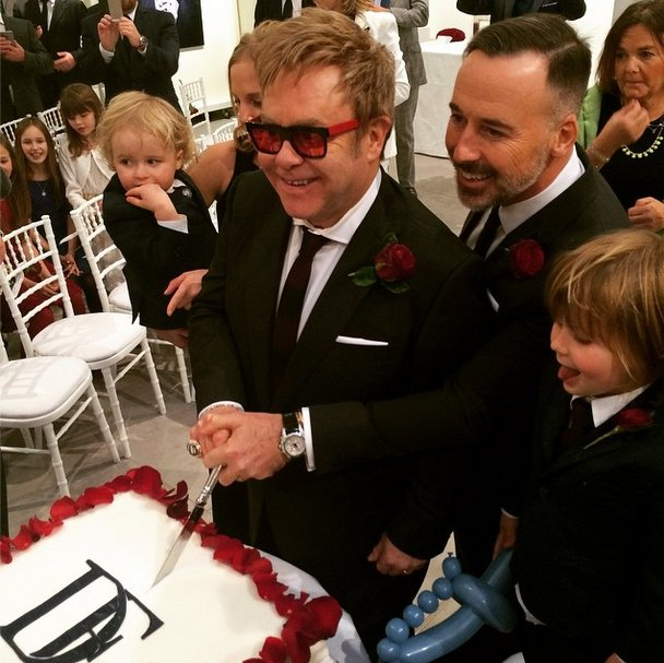 Elton-David-cut-cake-surrounded-little-ones