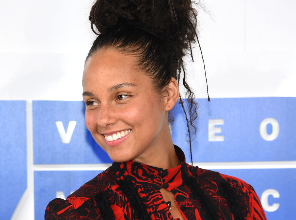 rs_1024x759-160829152830-1024-alicia-keys-fresh-faced-no-makeup-082916