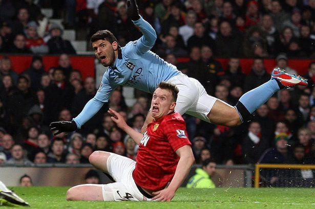 phil-jones-gurning-face-as-sergio-aguero-scores