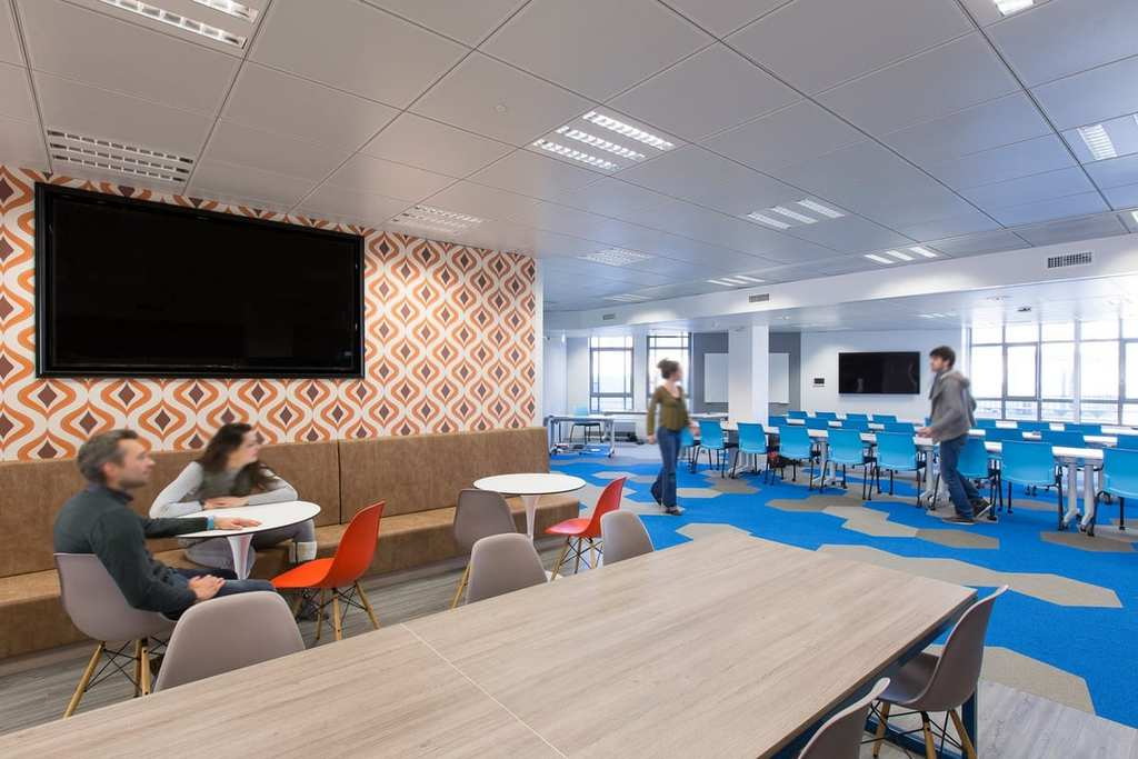 akamai-paris-office-design-10-1200x800