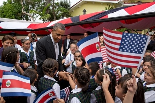 Barack_Obama_with_Costa_Rican_children