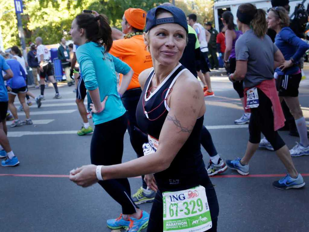 pamela-anderson-completed-the-nyc-marathon-without-even-training-photos