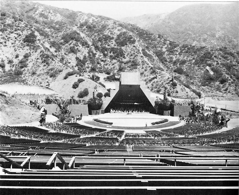hollywood-bowl-pyramid-robin-hood2