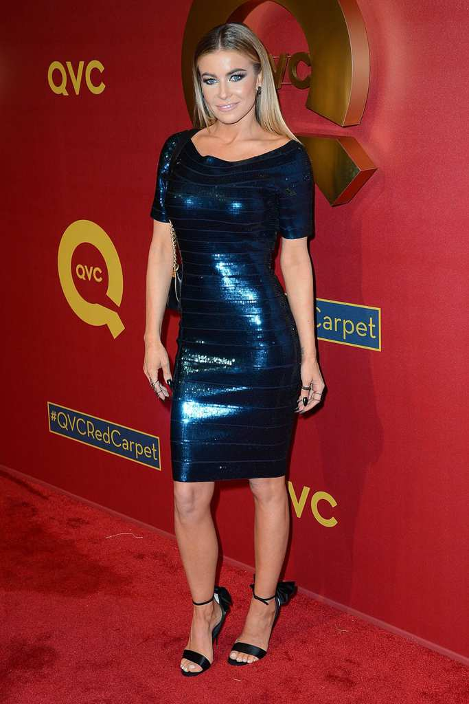 carmen-electra-in-herve-leger-mini-dress-qvc-5th-annual-red-carpet-style-event-_2