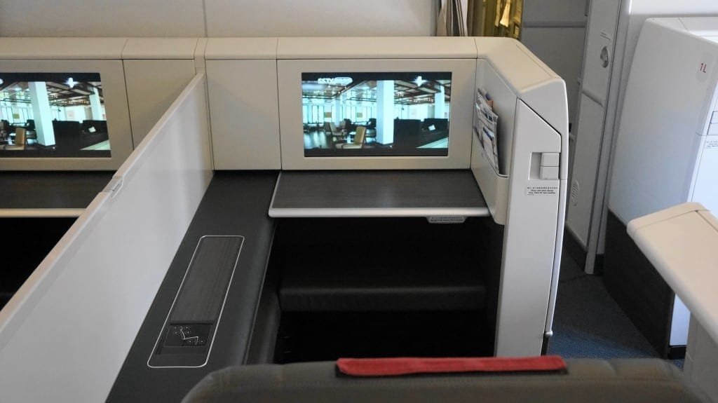 ca-b777-300-f-seat-monitor1vOULo