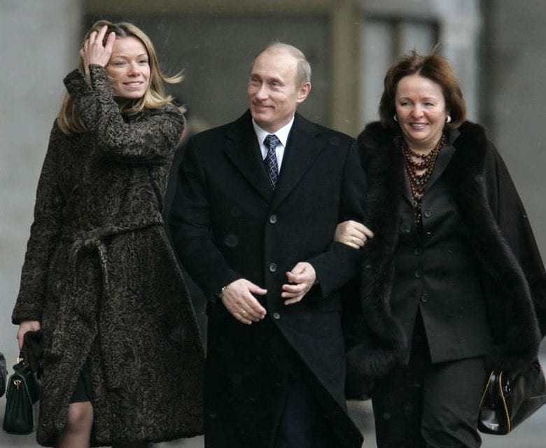 140725-putin-daughter-maria-wife-1427_cfa93b2609e4be17cd70e7496985f9a9.nbcnews-ux-2880-1000