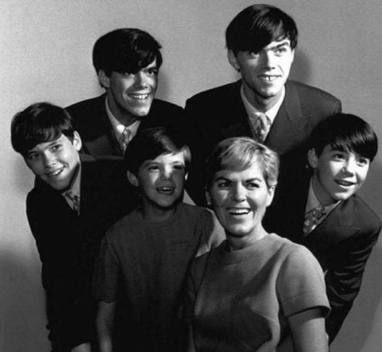 The-Cowsill-Family-556x512