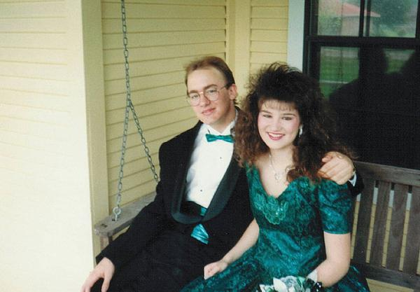 awkward-80s-prom-photos-make-me-glad-i-graduated-37-photos-9