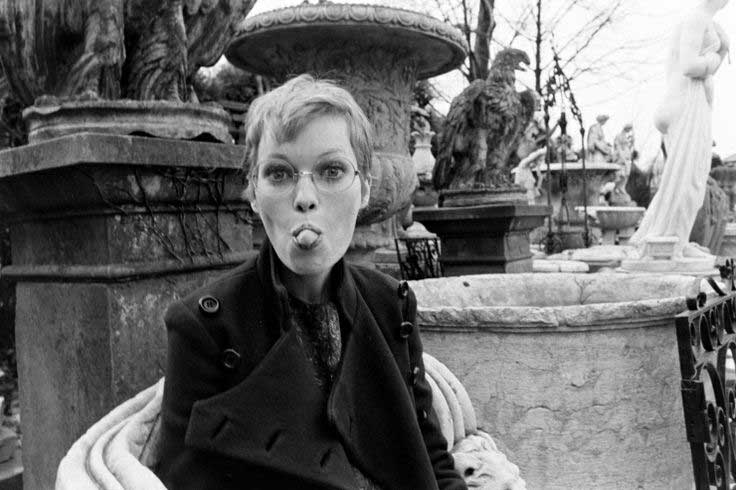 Mia-Farrow-in-London-1967