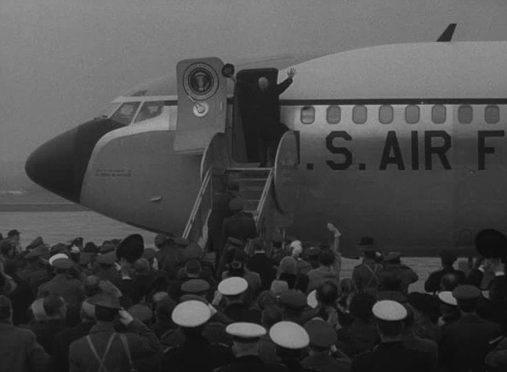 665579569-embarcar-barco-torrejon-air-base-francisco-franco-air-force-one