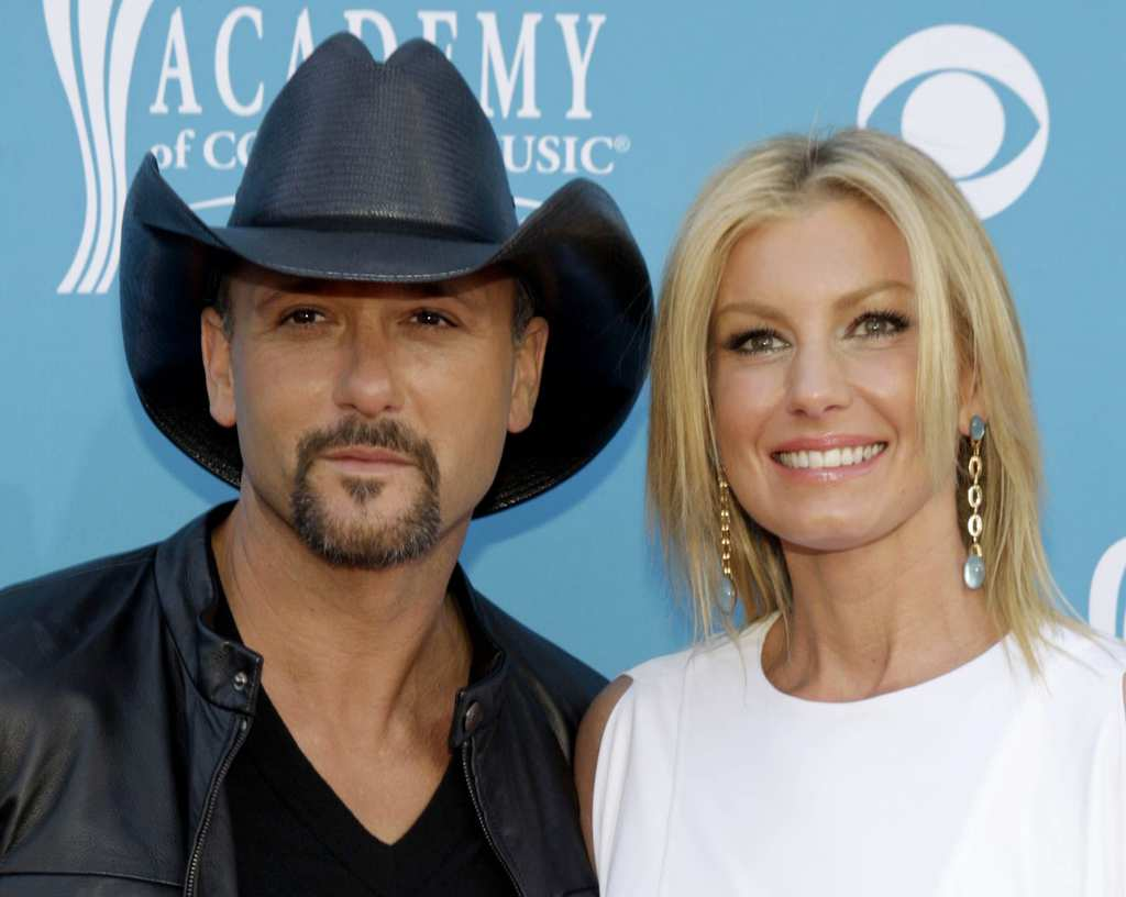 Singer Tim McGraw and his wife singer Faith Hill arrive at the 45th annual Academy of Country Music Awards in Las Vegas, Nevada April 18, 2010. REUTERS/Steve Marcus (UNITED STATES - Tags: ENTERTAINMENT) - RTR2CZPI