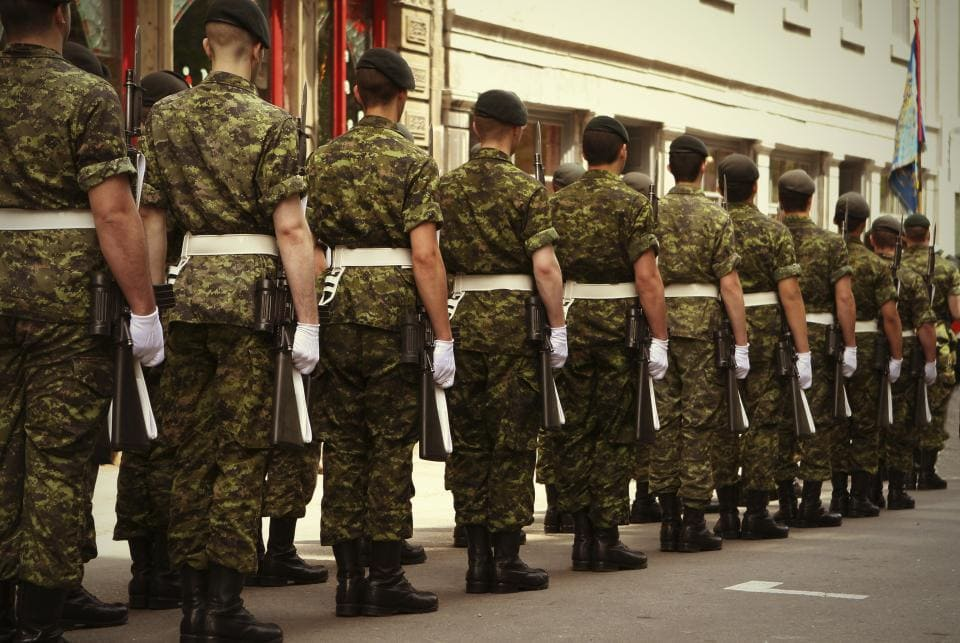 army_soldiers_in_line._istock