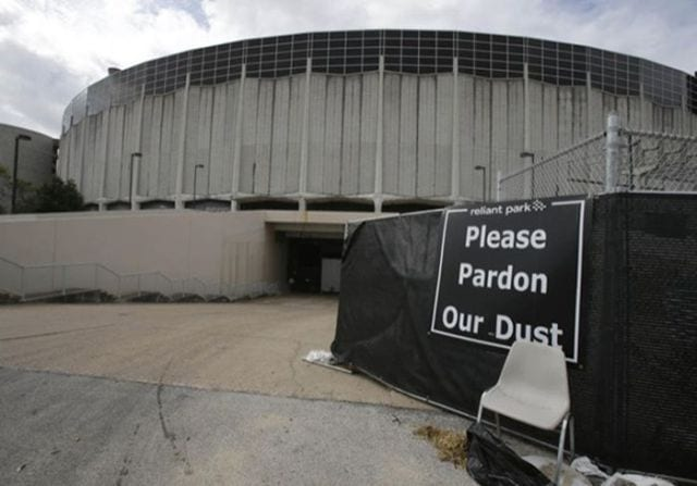 houstons_gigantic_astrodome_thats_no_longer_used_640_07