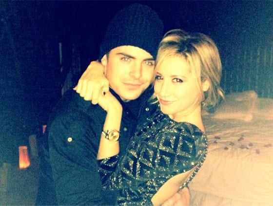 zac-efron-ashley-tisdale-hug-instagrqam