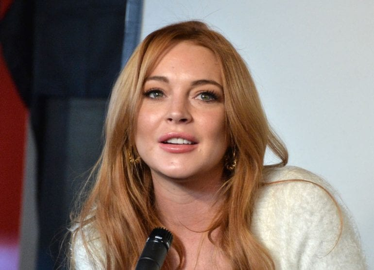 Lindsay-Lohan-Long-Wavy-Cut-Hairstyles