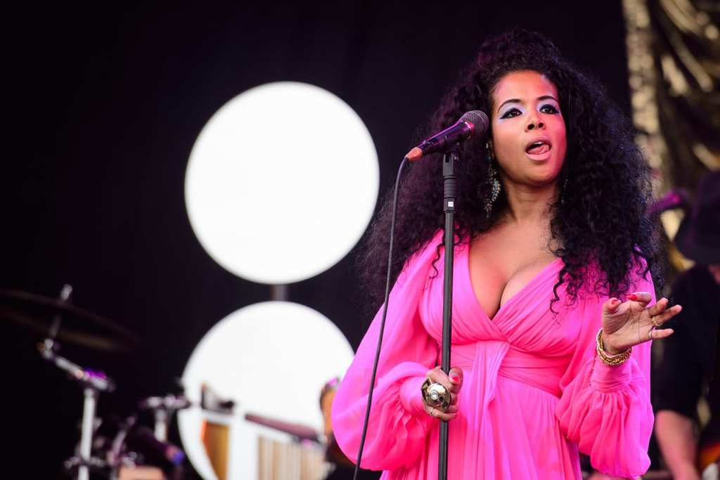 us-singer-kelis-performs-pyramid-stage-second-day-glastonbury-festival