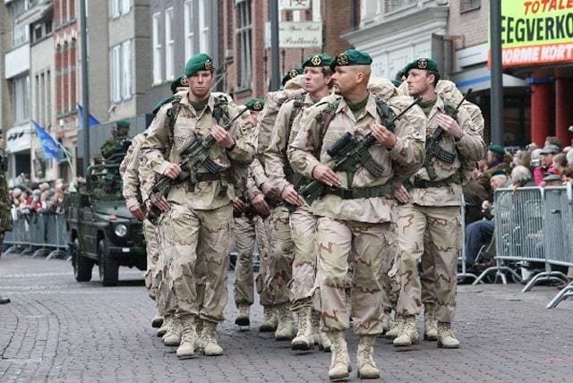 Combat_field_uniforms_soldiers_Dutch_army_Netherlands_010cAjWu