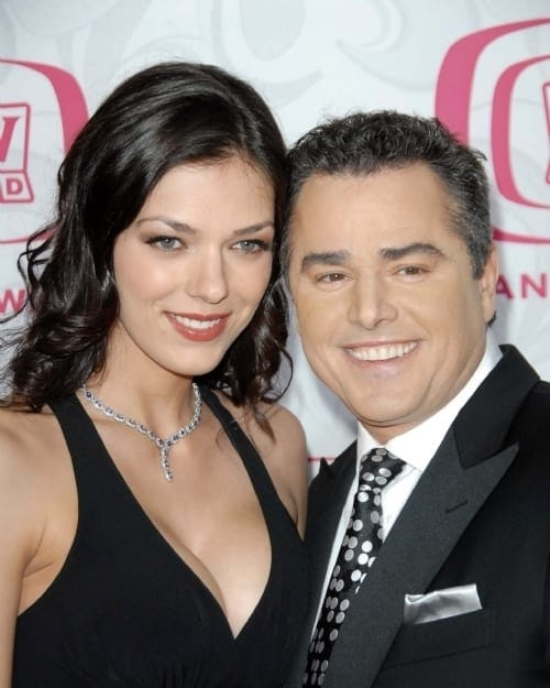 adrianne-curry-and-christopher-knight_3681030-500x625
