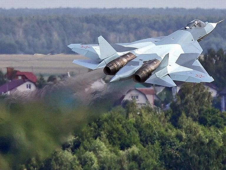 with-its-twin-engine-design-the-t-50-closely-resembles-the-20-year-old-f-22-raptor-prototype-1-768x576sLS7C