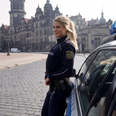 How to date a policeman