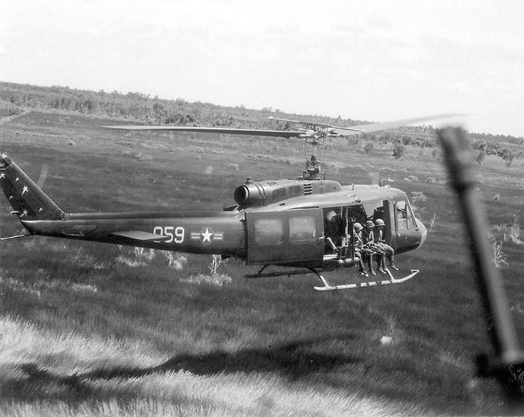 754px-UH-1combatmission1970