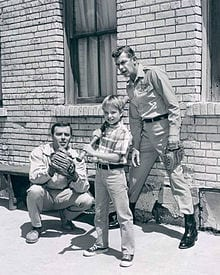 220px-Andy_Griffith_Ken_Berry_Mayberry_RFD_19683iBId