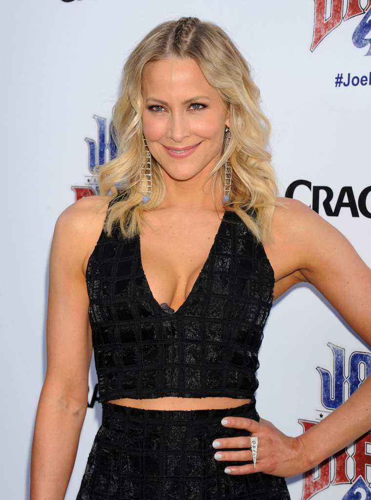brittany-daniel-at-joe-dirt-2-beautiful-loser-premiere-in-culver-city_1