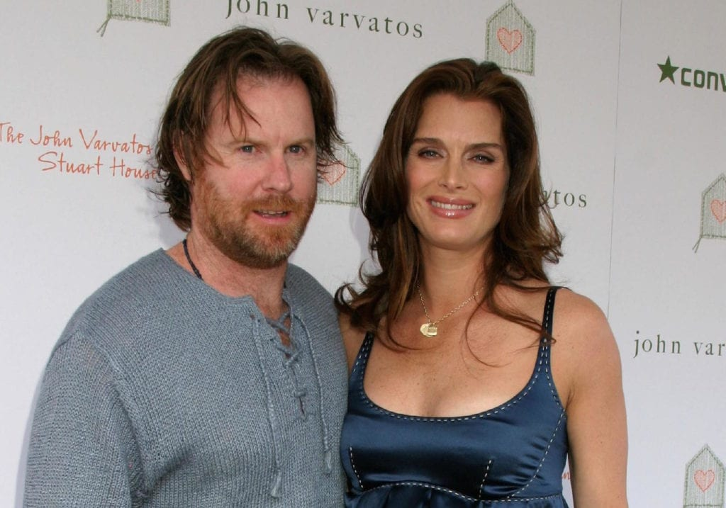 celeb-couples-who-are-still-married-brooke-shields-and-chris-henchy-e1497877751531-1024x717