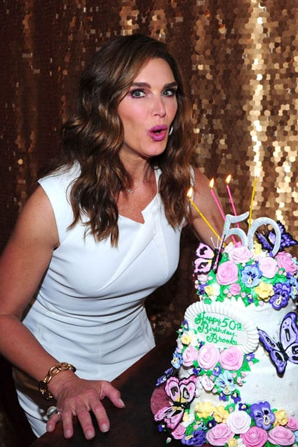 425_brooke_shields_cake_150601