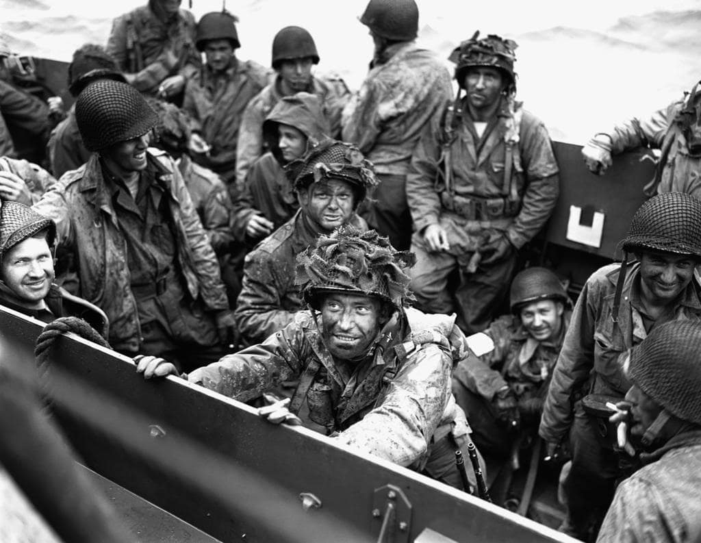 09-Allied-troops-aquatic-landing-craft