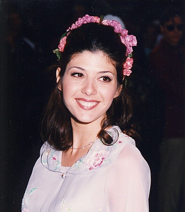 Marisa-Tomei-showed-off-floral-headband