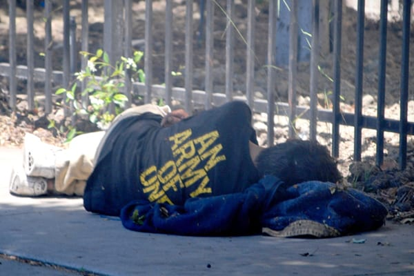 homeless-vet-sleeping-600x400