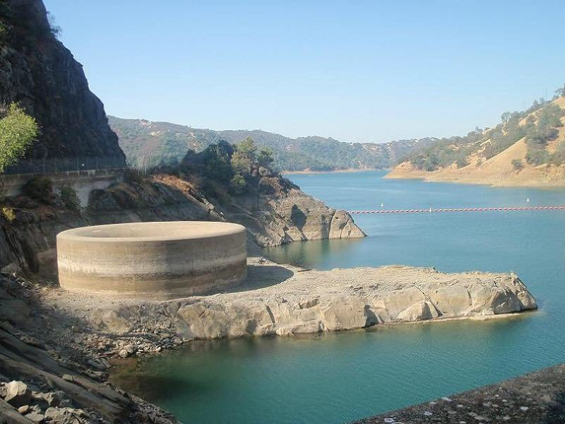 14-Lake-Berryessa-sink-hole-dry-month