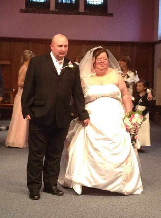 1498637150_553_wedding-angry-bride-ripped-up-wedding-album-in-disgust-at-26-stone-frame-before-shedding-half-her-body-weight