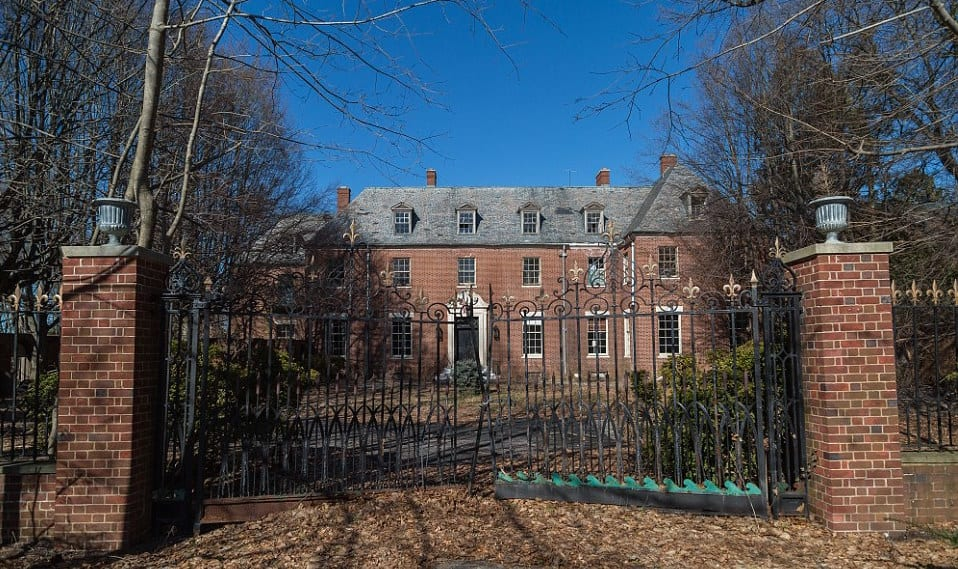 The mysterious case of the abandoned nyc mansion kiwireport for Nyc mansions for sale
