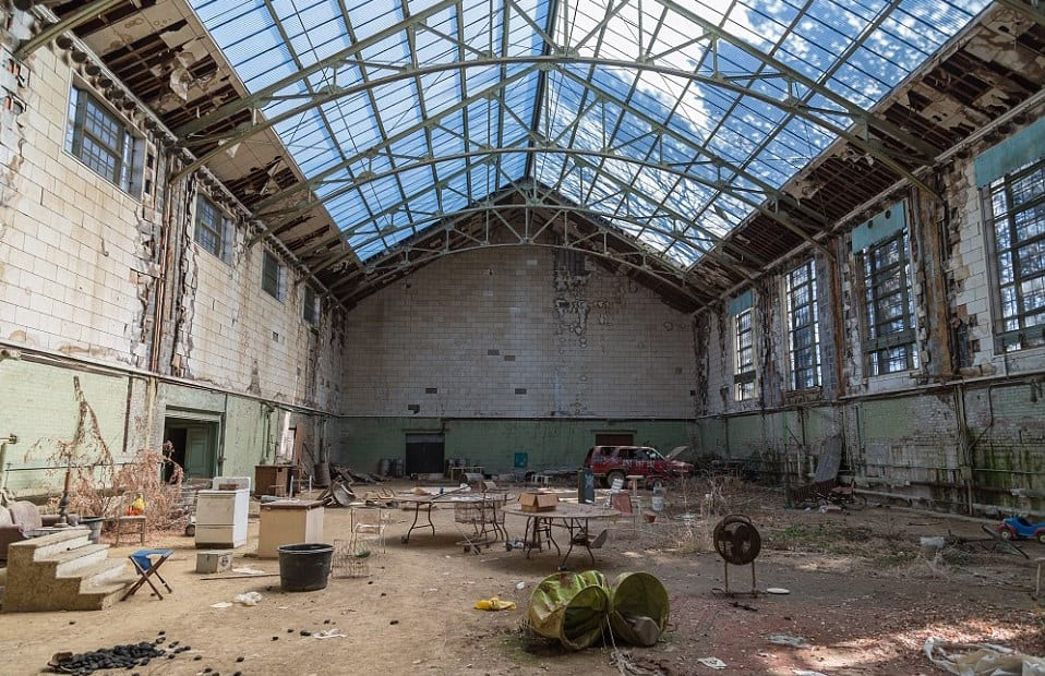 indoor-tennis-court-in-abandoned-mansion