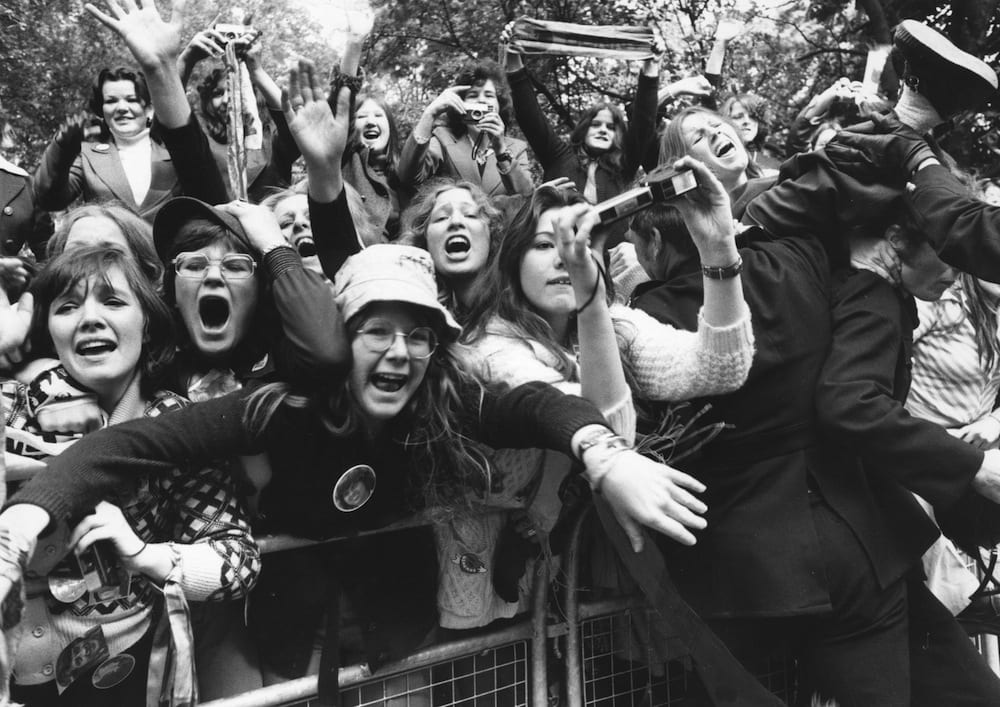 Teenagers-Screaming-at-Pop-Concerts-in-the-1960s-and-1970s-23