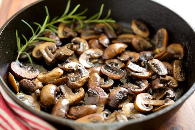 Garlic-Butter-Sauteed-Mushrooms-GI-365