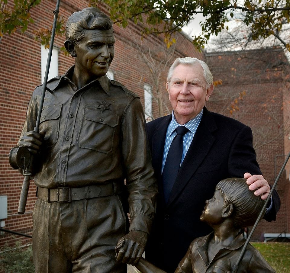 Andy_Griffith_and_statue_mt_airy