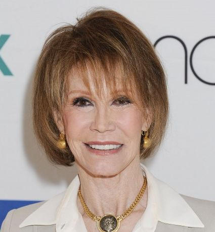 mary-tyler-moore-short-straight-brown-hair-in-bob-hairstyle