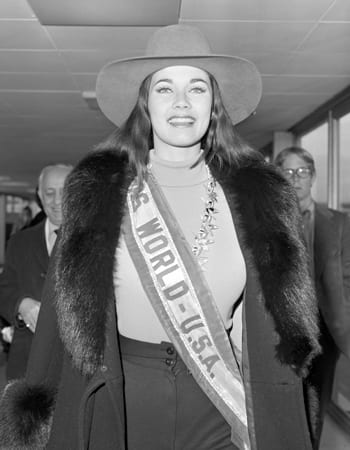 miss-world-lynda-carter-0530-400