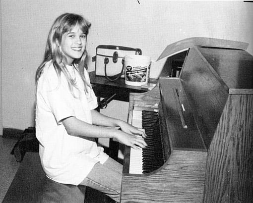 carrie-underwood-yearbook-young-1995-piano-photo-GC