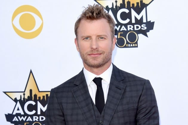 dierks-bentley-2015-acm-awards-video-of-the-year-drunk-on-a-plane-630x420