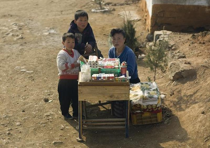 roadside-store-in-north-korea
