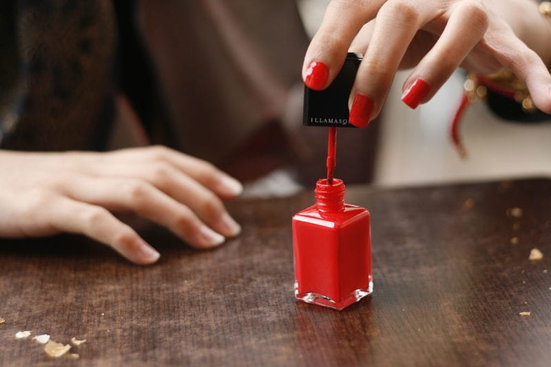 1200px-Red_nail_polish_in_application