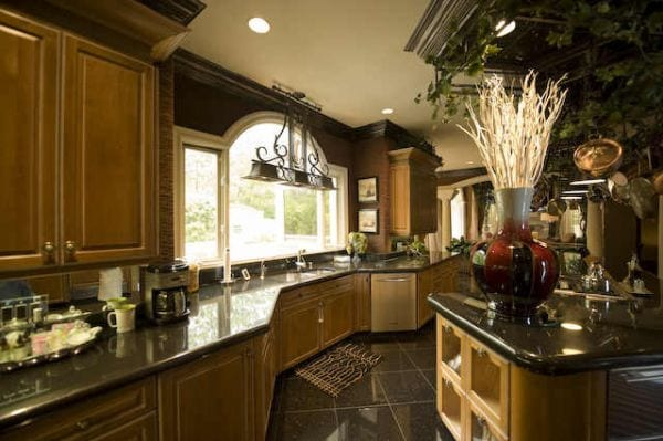 Gracious-and-Cozy-Kitchen-Interior-Design-of-Kenny-Rogers-Italian-Style-Mansion-in-Atlantatr69A