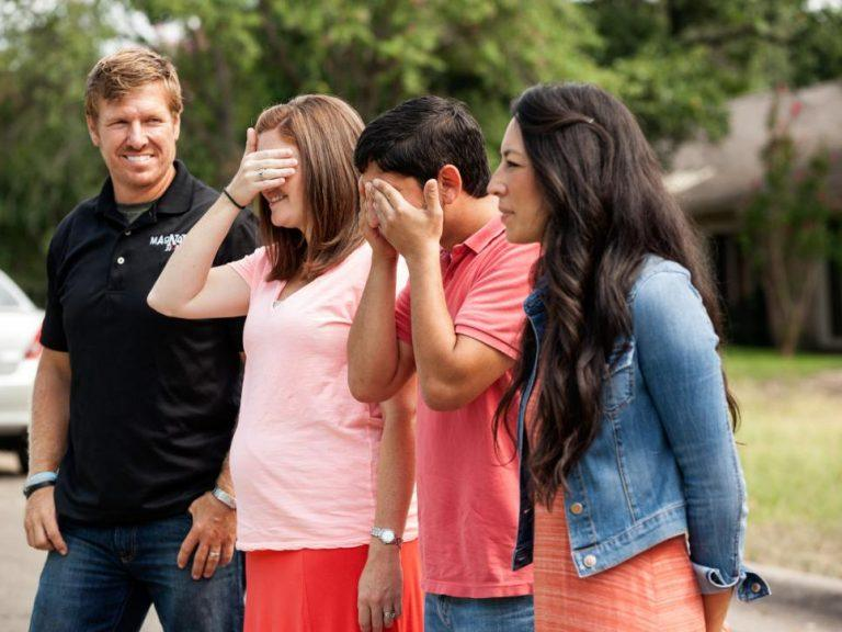 Whitney-and-Martin-Gaspar-prepare-to-see-their-completed-fixer-upper-with-Chip-and-Joanna-Gaines.-768x576