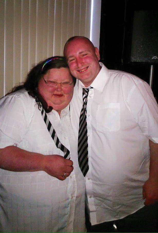 wedding-angry-bride-ripped-up-wedding-album-in-disgust-at-26-stone-frame-before-shedding-half-her-body-weight